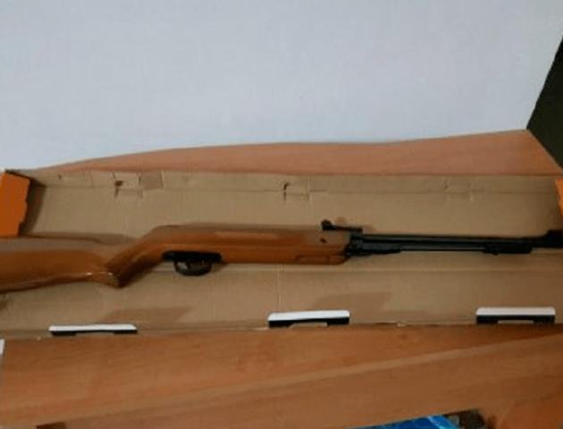 На волинському кордоні затримали чоловіка, який віз в автобусі гвинтівку. ФОТО