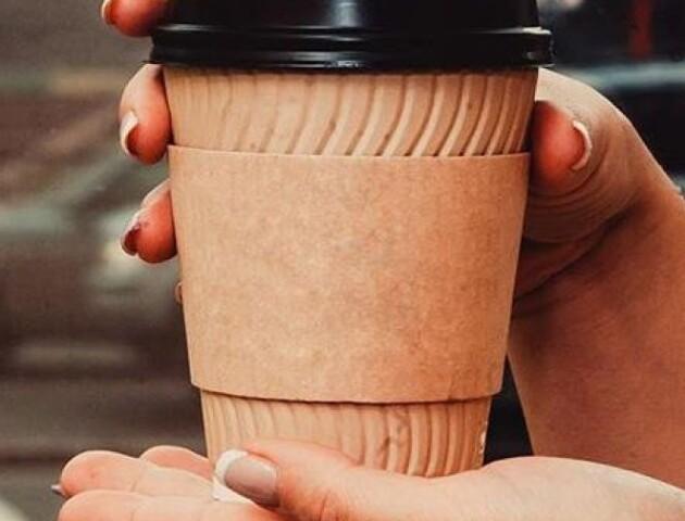 У Луцьку дозволили продавати каву. Напої будуть виносити за межі закладу