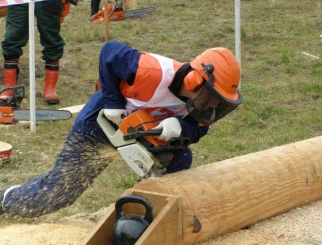 Волинські лісівники демонстрували вміння на всеукраїнських змаганнях. ВІДЕО