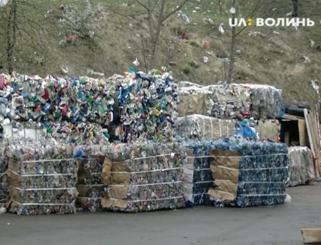 У Луцьку побільшає контейнерів для роздільного збору сміття. ВІДЕО