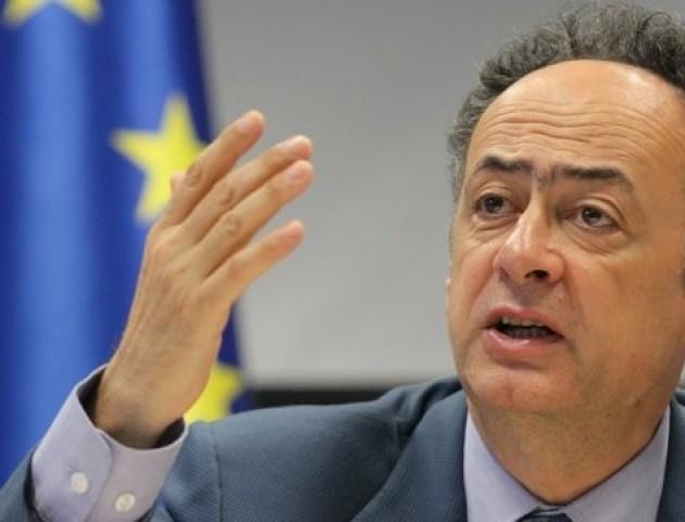 ЄС вимагає від української влади припинити заважати роботі НАБУ