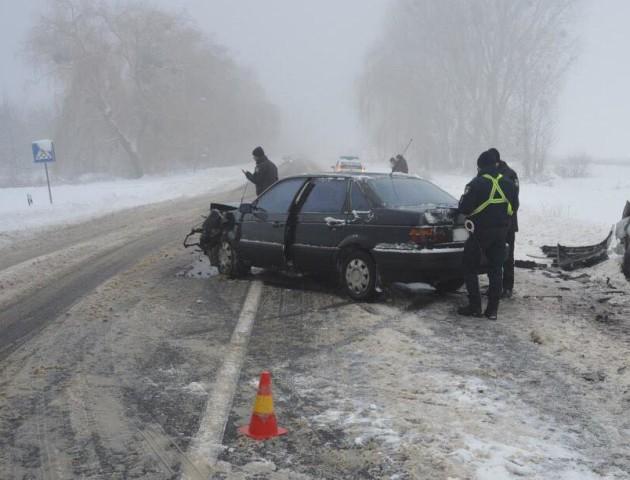 Лобове зіткнення на зустрічній смузі: в аварії на Волині постраждали 6 людей. ФОТО