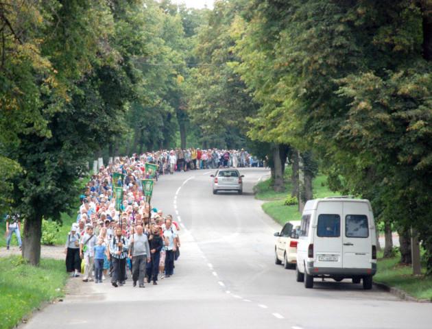 Кількасот волинян вирушили у Хресний хід до Почаївської Лаври. ФОТО