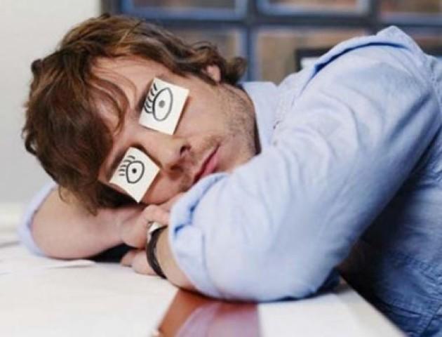 Назвали причину, чому небезпечне регулярне недосипання
