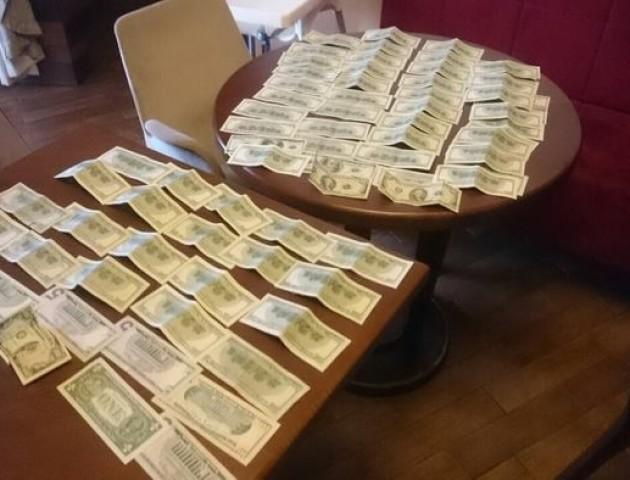 СБУ затримала на Рівненщині організатора видобутку бурштину