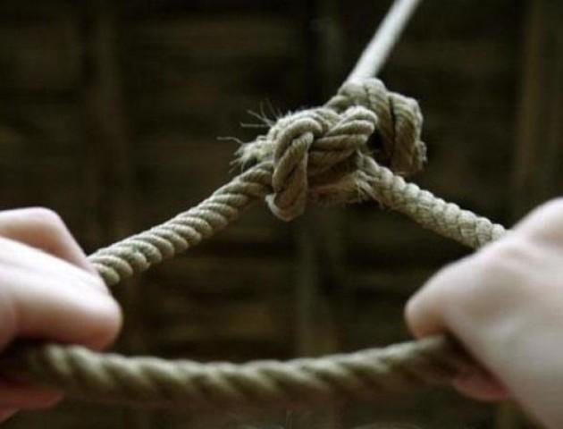 У Луцьку підлітки витягли з петлі самогубця. ФОТО
