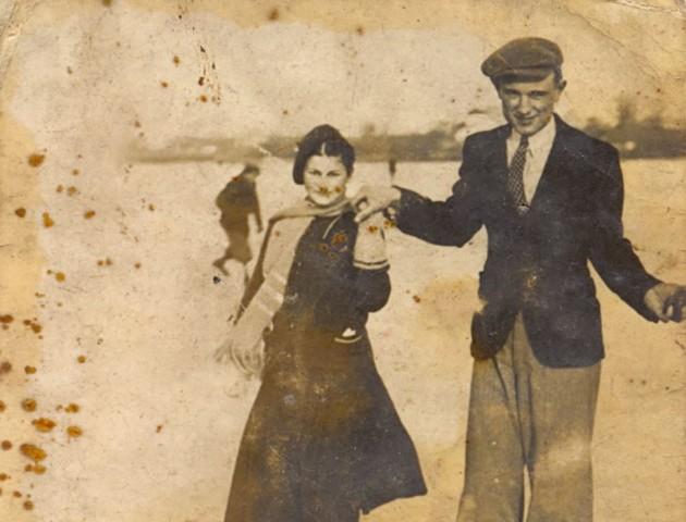 Берет, кашкет і ковзани: волиняни на величезній ковзанці майже сто років тому. РЕТРОФОТО
