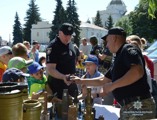Луцьким дітлахам розповіли, як працюють вибухотехніки і спецпризначенці. ФОТО