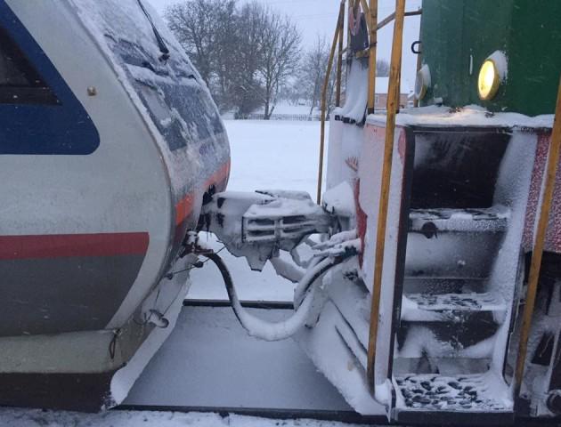 Рейковий автобус «Луцьк-Львів» зламався: пасажирів возять у темряві та холоді. ФОТО