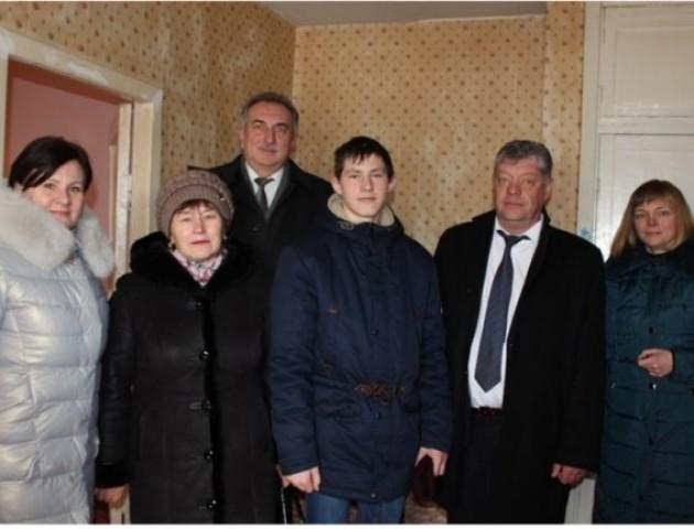 Троє сиріт отримали житло в Ківерцях. ФОТО