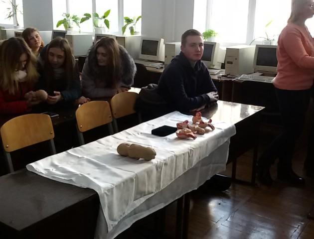 Студентам Луцького ВПУ дали можливість «доторкнутися» до зародження життя