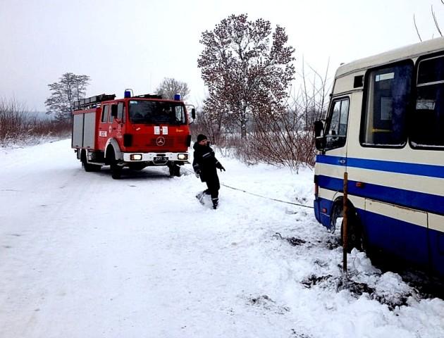 На Волині автобус з пасажирами вилетів на узбіччя. ФОТО
