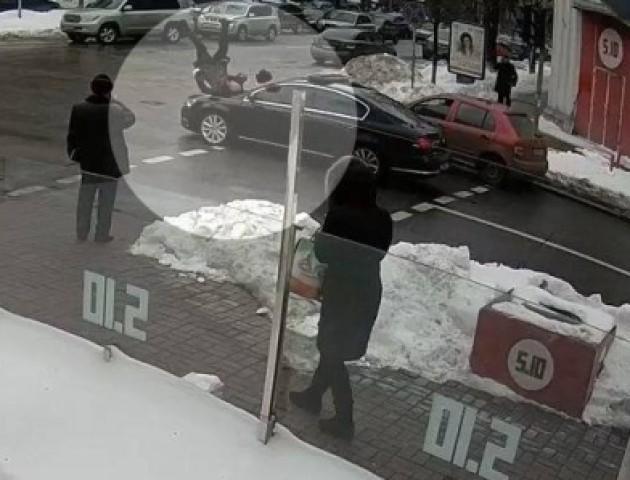 У центрі Києва кортеж Порошенка збив літнього чоловіка