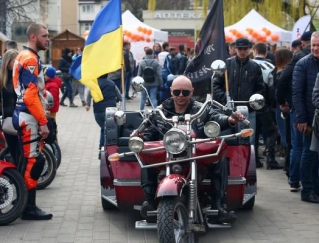 Як брутальні байкери на крутих байках у центрі Луцька відкривали мотосезон-2019. ФОТО