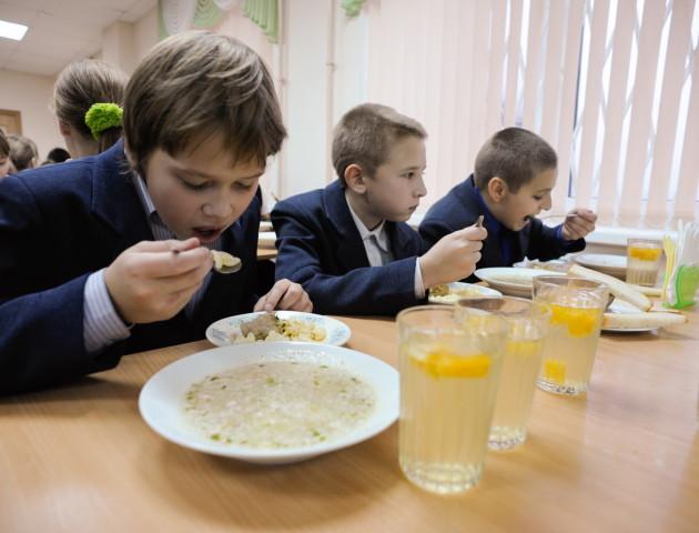 У луцьких школах нема грошей на безплатне харчування для дітей переселенців