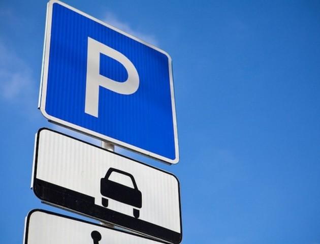 У Франківську відтепер можна оплачувати паркування авто «повітрям»