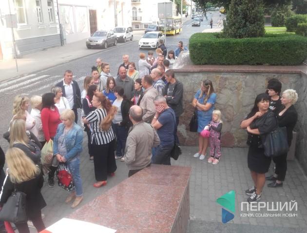 «90-ті повернулися»: під Луцькрадою протестують підприємці. ФОТО