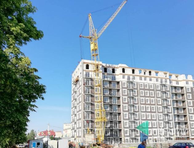 У Луцьку після зливи похилився будівельний кран. ФОТО