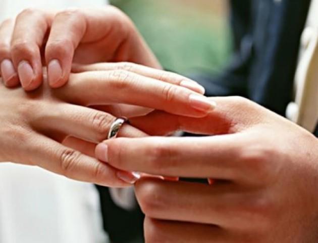 У День закоханих в Луцьку одружилися 30 пар. ВІДЕО