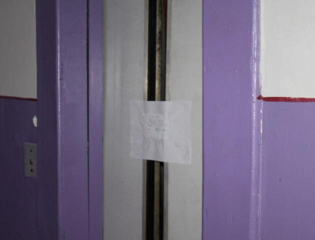 За смерть жінки у луцькому ліфті нікого не покарали. ВІДЕО
