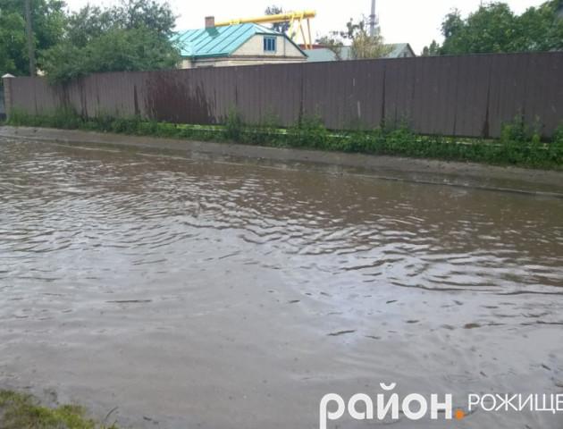 У волинському містечку затопило частину дороги