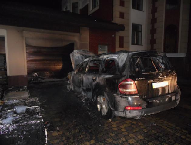У Рівному чоловіку спалили авто і будинок