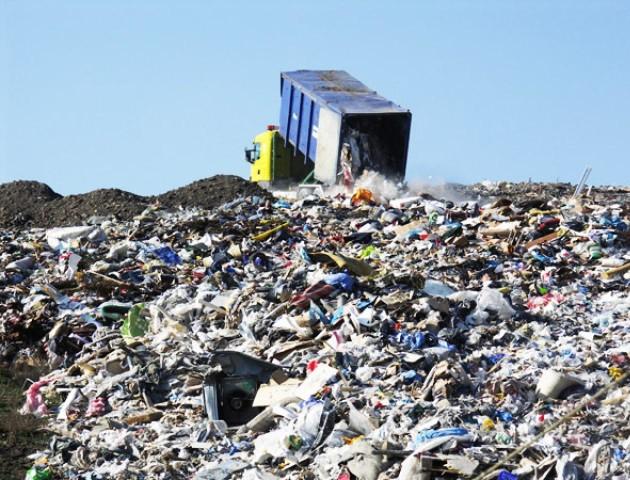 Три сміттєзвалища Волині переповнені. Непотріб возять сусідам