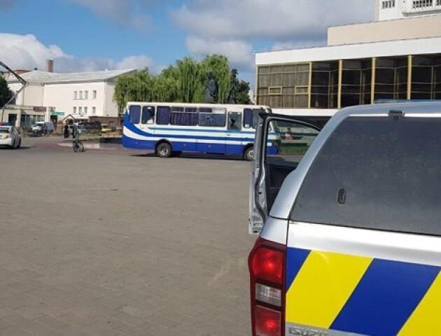 Луцький терорист відпустив трьох заручників