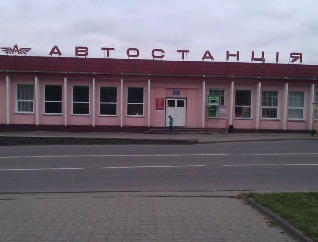 Скандал на волинській автостанції: в автобус не пускали іноземця з електронним квитком