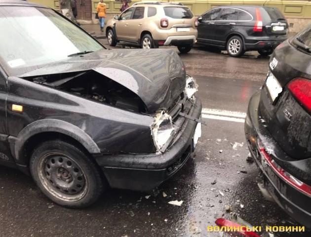 Центр Луцька через аварію півгодини стояв у заторі. ВІДЕО