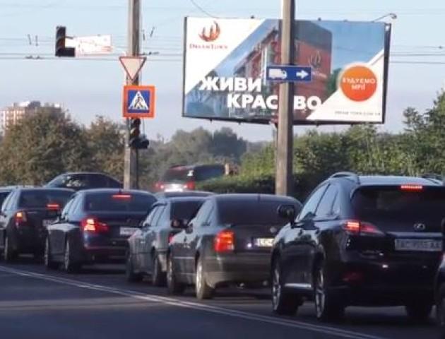 Повідомили, скільки ще триватимуть затори на мостах у Луцьку. ВІДЕО