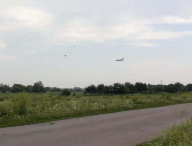 На луцький аеродром прилетів перший літак Севастопольської бригади. ВІДЕО