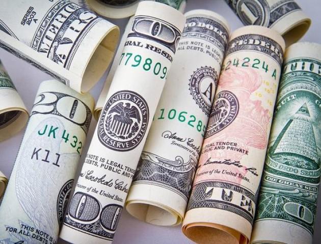 Курс валют на 15 лютого: падає долар, падає євро