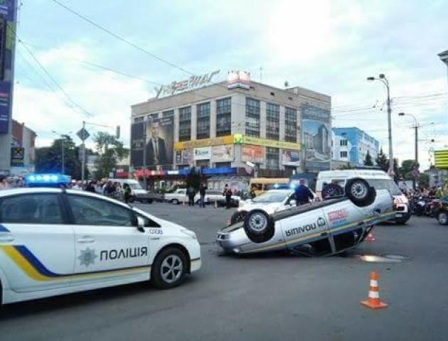 Прокляте перехрестя? У Рівному авто поліції за рік двічі потрапляли в аварію в одному місці