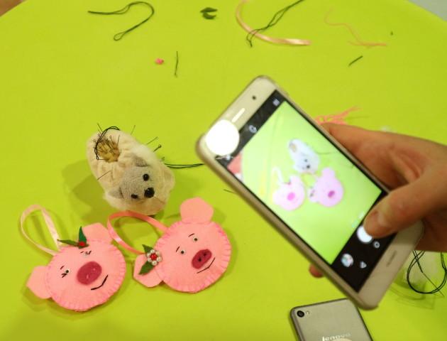 У Луцьку шили іграшки, аби допомогти дітям, які хворіють на рак. ФОТО