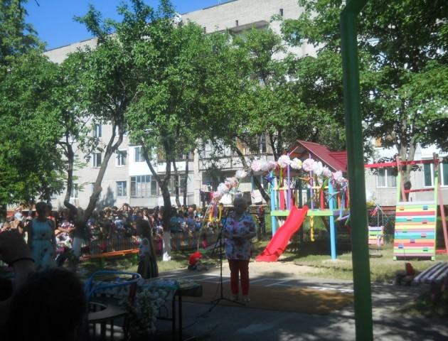 У громаді біля Ковеля освятили новий дитячий майданчик