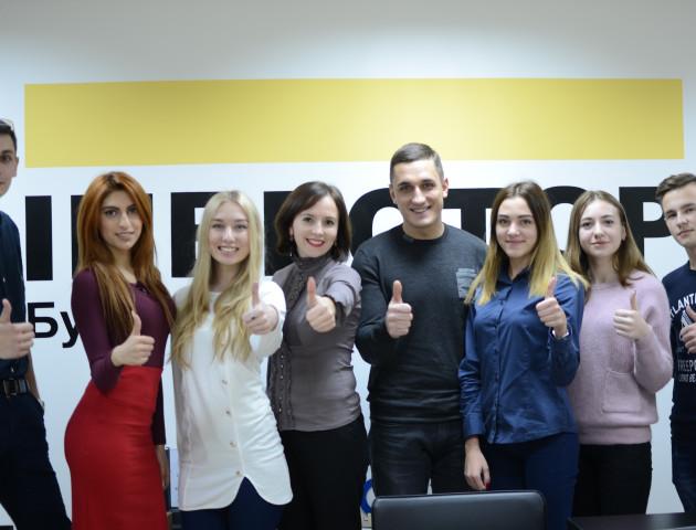 Робочий експеримент: студенти ЛНТУ цілий день працювали у БК «Інвестор». ФОТО