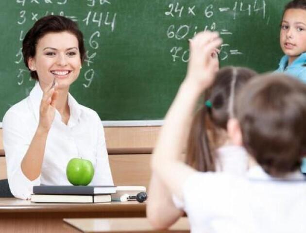 Кабмін дозволив зменшувати заробітну плату вчителів