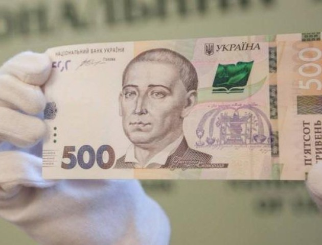 Лучанину в банку дали сувенірну банкноту замість 500 гривень