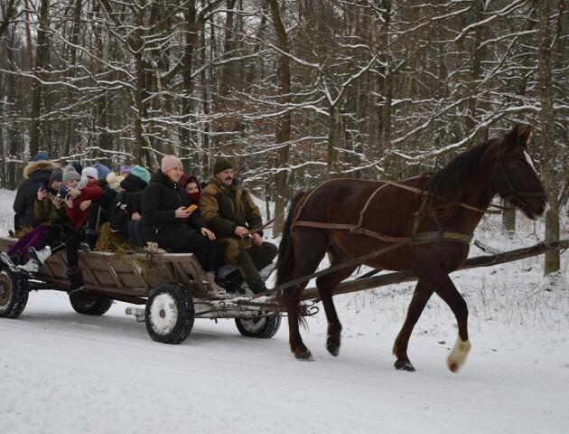 Овочі, хліб, зерно: на Волині діти привезли ласощі для диких тварин