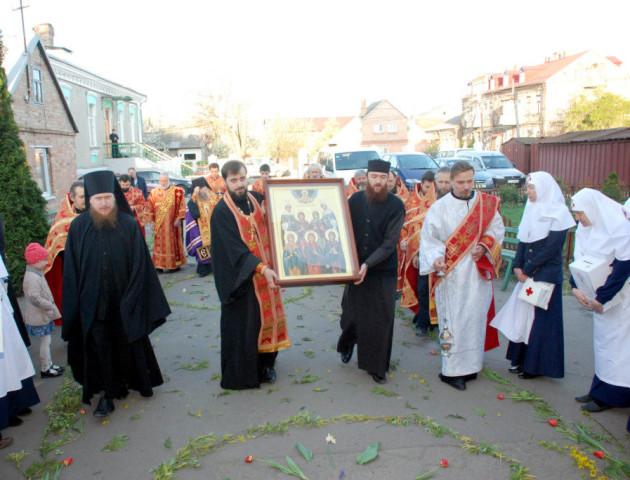 У Луцьку зустріли святиню з Афону. ФОТО
