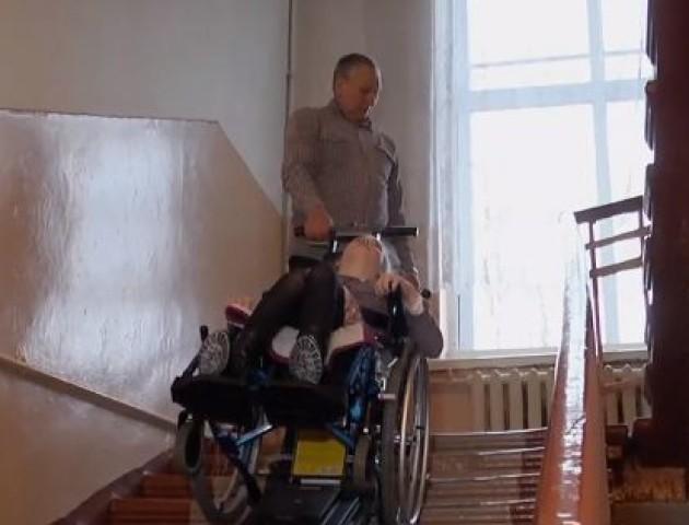 У ковельську школу купили сходинковий підйомник для дітей з інвалідністю. ВІДЕО