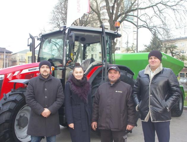 У центрі Луцька - виставка потужної сільгосптехніки від «Волинської фондової компанії». ФОТО