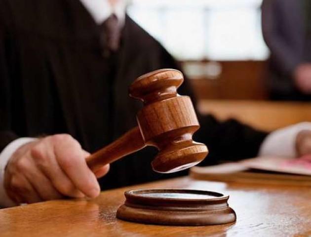 «Суддя лежить на кріслі без мантії і щось їсть»: луцький адвокат розповів про першу справу