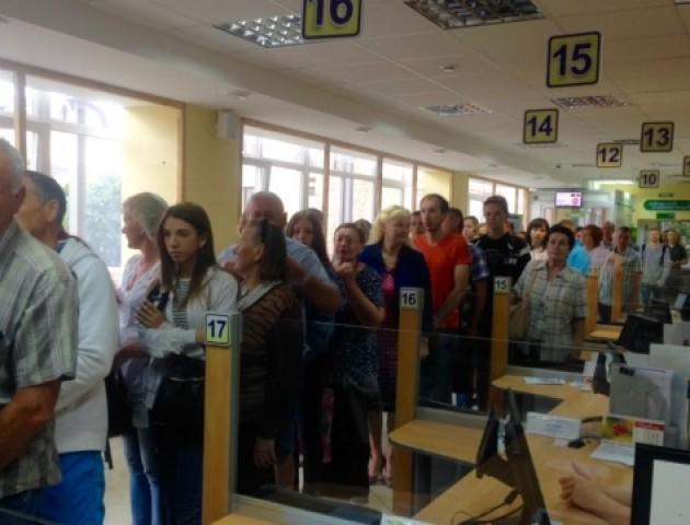 У Луцькому ЦНАПі не зменшуються черги за паспортами
