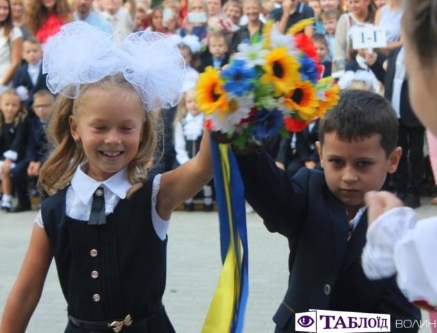 Першокласники сиділи, а казкові герої вели свято: яким у луцькій школі №22 був День знань. ФОТО