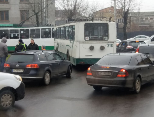 У Луцьку - «тягучка» через аварію. ФОТО