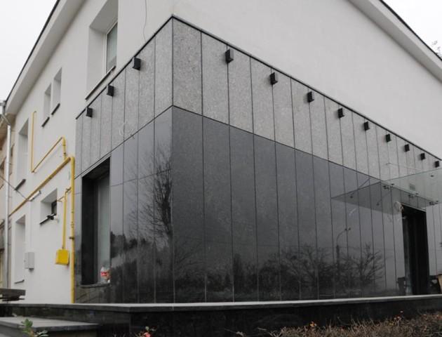 «Хохлостиль»: фотограф обурився реконструкцією фасаду старої будівлі в Луцьку. ФОТО