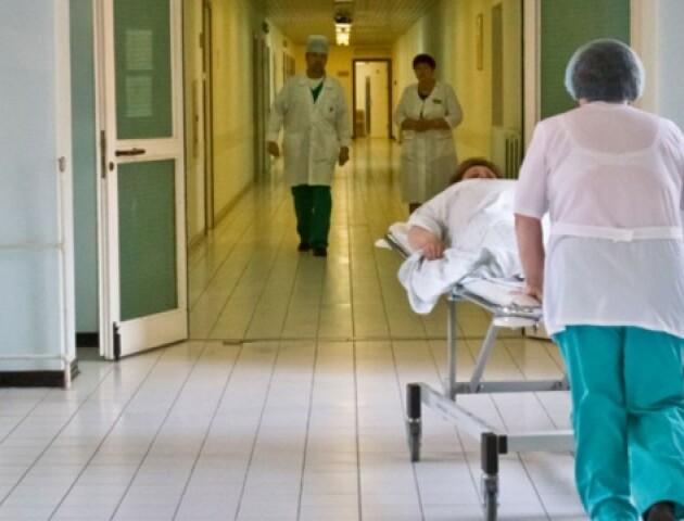Луцьких медиків застрахували від коронавірусу. Решта лучан поки лікується за власні гроші