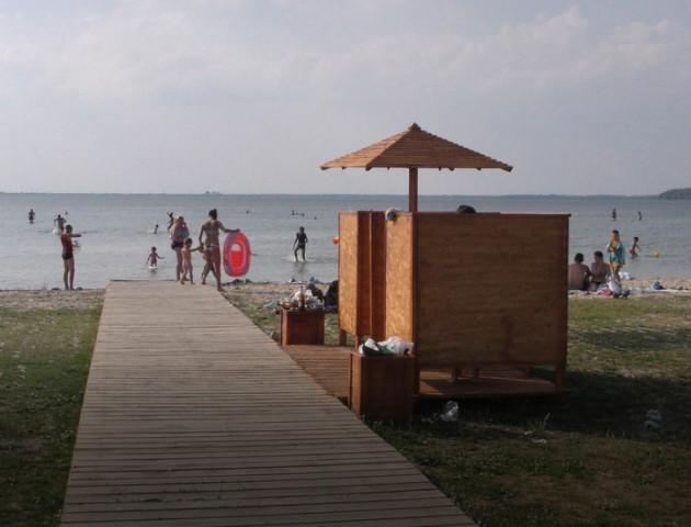На озері Світязь взялись за оновлення пляжу. ФОТО